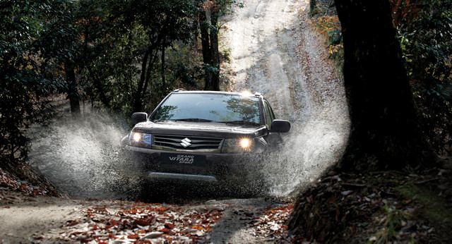 Suzuki Grand Vitara in off road setting