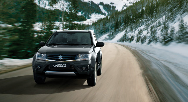 Suzuki Grand Vitara in snow setting