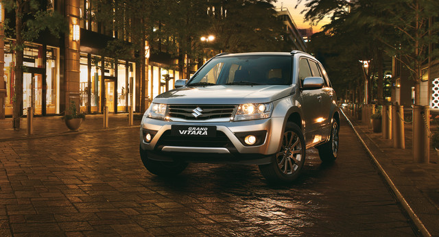 Suzuki Grand Vitara in urban night setting